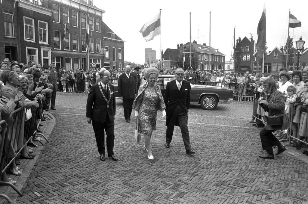 Beroemde vergaderingen: in 1972 bezoekt Koningin Juliana Dordrecht ivm de 400ste verjaardag van de Eerste Vrije Statenvergadering